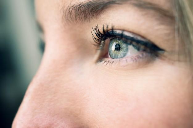 קמטים בעיניים: איך נפטרים מהם?