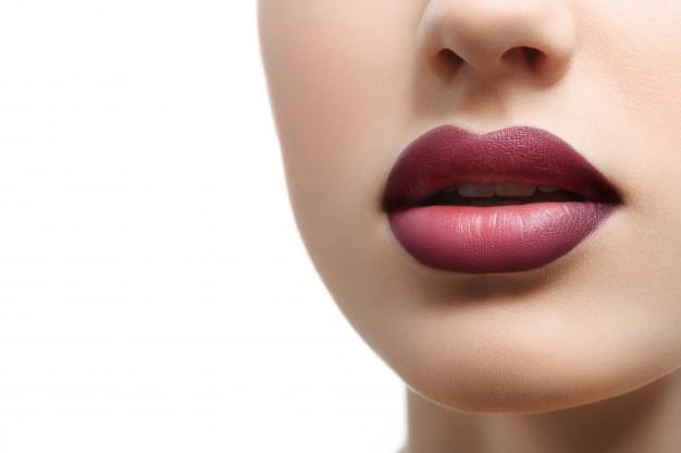 הדגשת שפתיים לנשים ולגברים