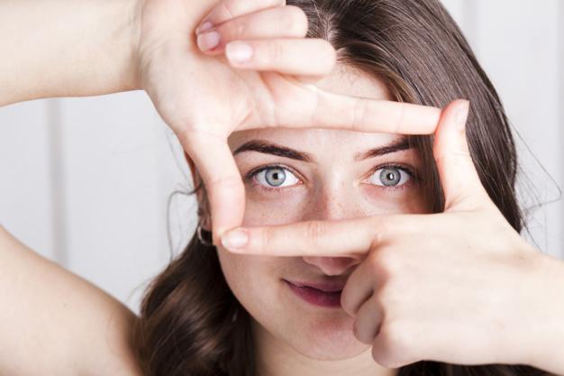 מיצוק העור מתחת לעיניים