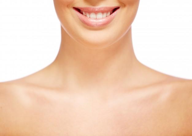 הפחתת קמטים ורפיון באזור הצוואר